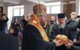 Његово Преосвештенство викарни епископ Г. Антоније пресекао славски колач на Академије СПЦ